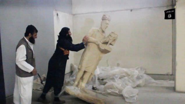Arte destruido por el EI Estatua del rey de Hatra siendo destruida